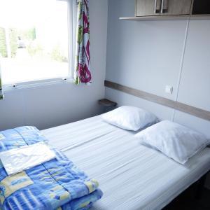 mobil-home-glycine-4-personnes-chambre1-camping-au-gre-des-vents