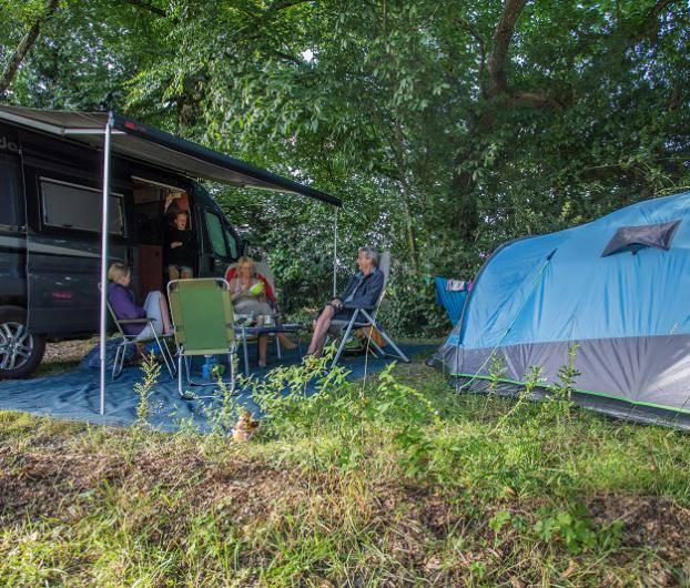 emplacement de camping à rochefort-en-tere